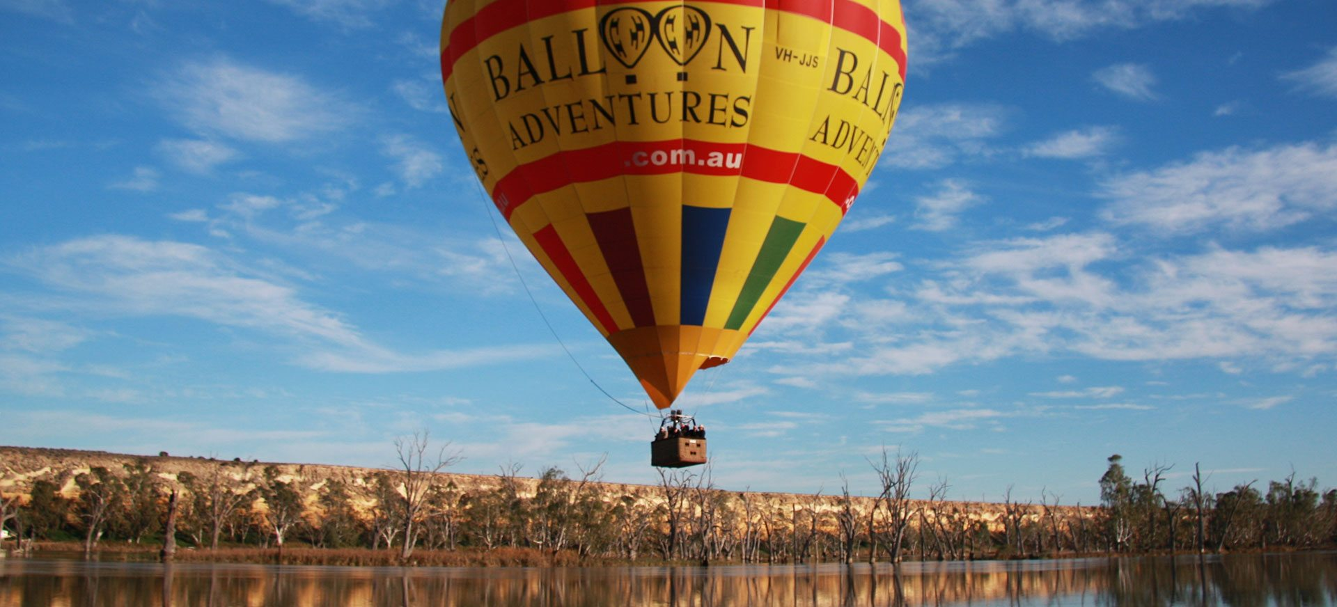 Hot air balloon adventure over Murray River.